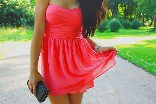 Девушки в платье и без