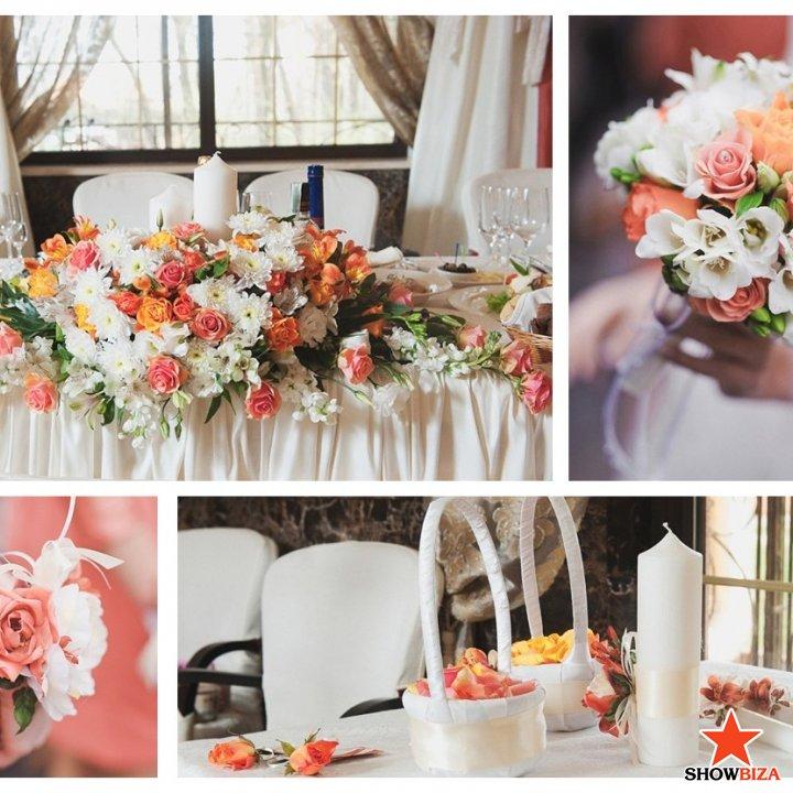 Фото украшения из цветов свадебного зала